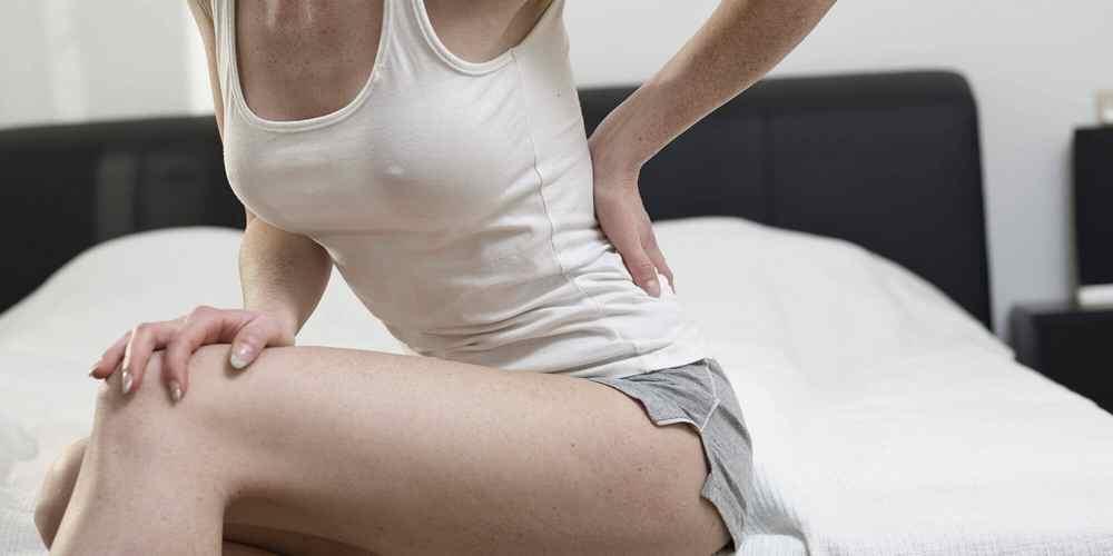 Если у человека спина болит и от спины отдает все в ногу