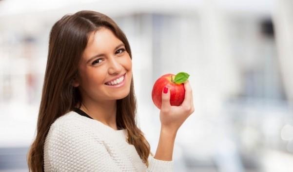 Яблочко в руке