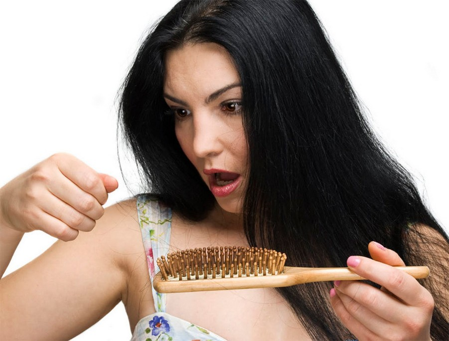 Волосы сильнее выпадают перед месячными