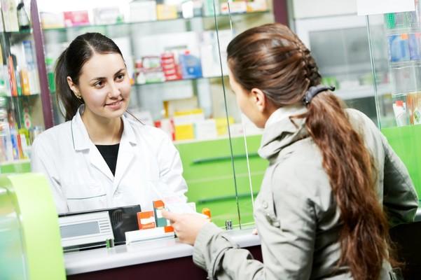 Девушка в аптеке