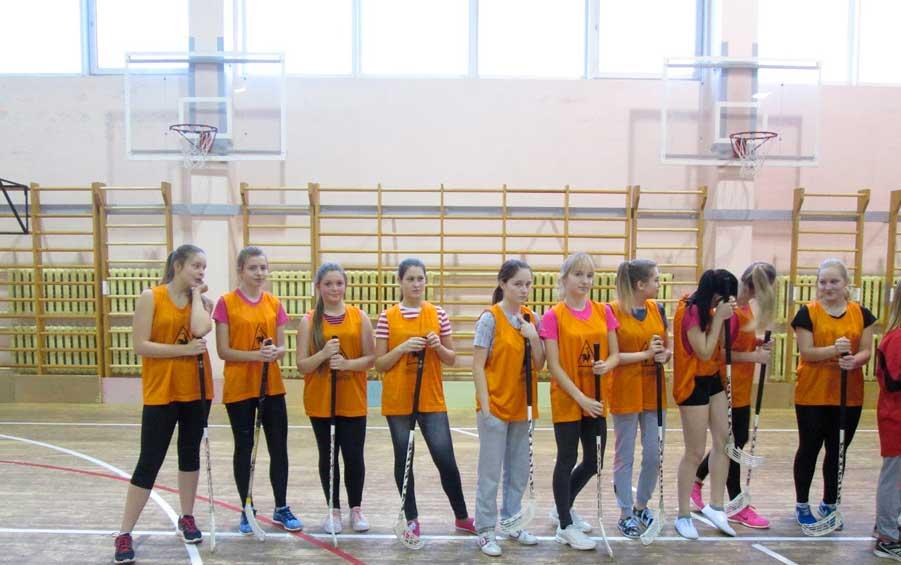 девочки на физкультуре в школе