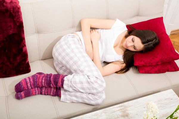 у девушки болит живот- нарушение менструального цикла