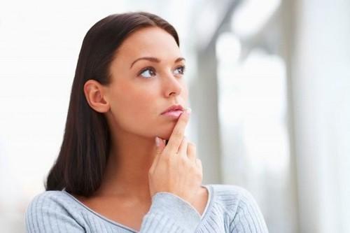 у женщины за неделю до менструации мажущие выделения