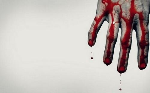 кровь на руке