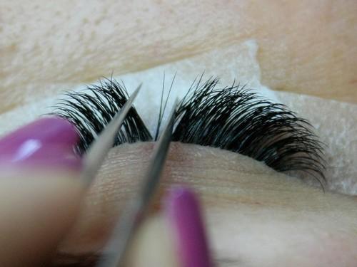 процесс наращивания ресничек